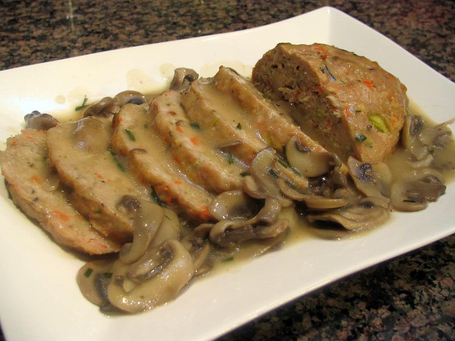 THYME-SCENTED TURKEY LOAF WITH MUSHROOM GRAVY