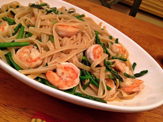 Spaghetti with Shrimp and Asparagus in Coconut Milk Sauce